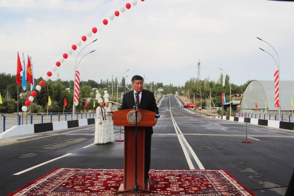 Сооронбай Жээнбеков остается на посту премьер-министра. По мнению СМИ - только до весны.