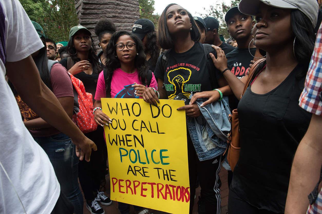 Студенты вышли на акцию протеста. Фото: Nicholas Kamm/Agence France-Presse -- Getty Images