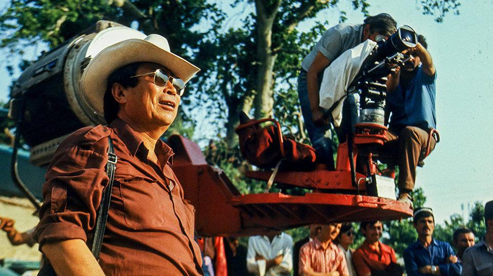 Он всю жизнь работал с кино, предпочитая оставаться за кадром.