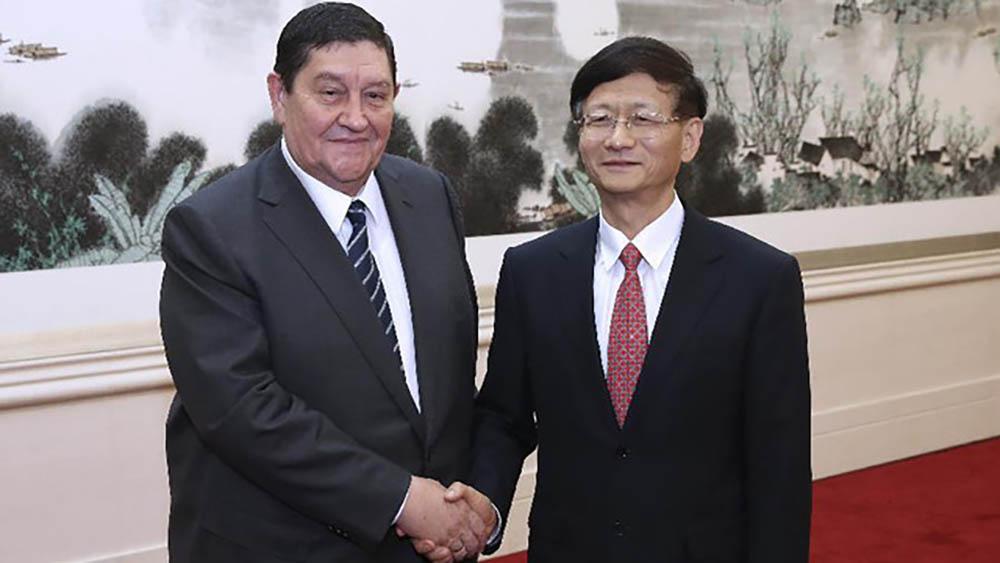 Рустам Иноятов с членом Политбюро ЦК Компартии Китая Мэном Цзяньчжу, Синьхуа