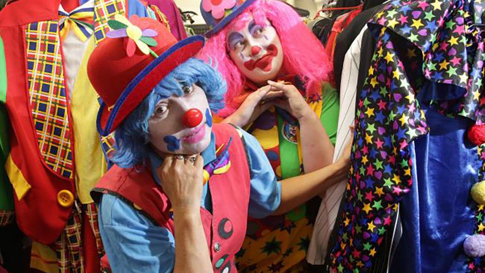 Клоуны Кристина Лав и Шанталь Купер считают, что детской психике нанесли невосполнимую травму. Фото: Daily Telegraph