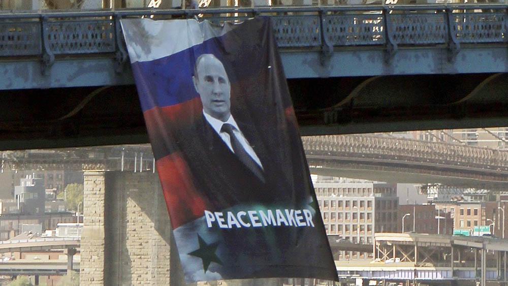 ВНью-Йорке вывесили портрет Путина сподписью «миротворец»