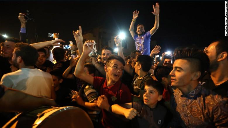 Иракские христиане праздную освобождение Каракоша и Бортеллы. Фото: CNN