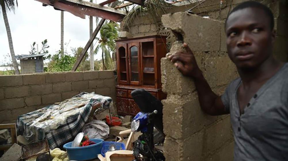 От дома этого гаитянина остались только развалины. Фото: Reuters