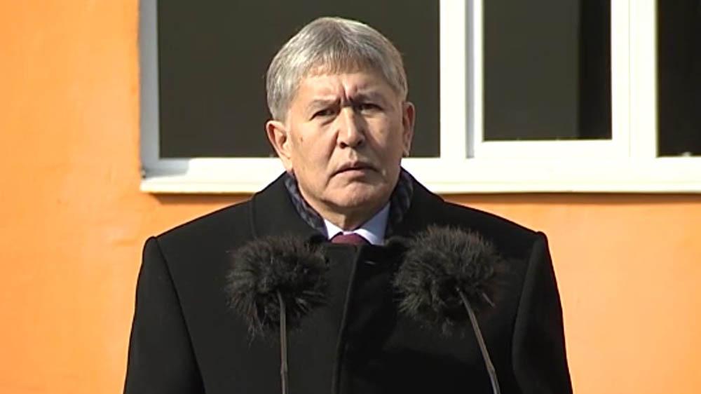 Порошенко иАтамбаев обсудили маршруты перевозок продукции вКыргызстан