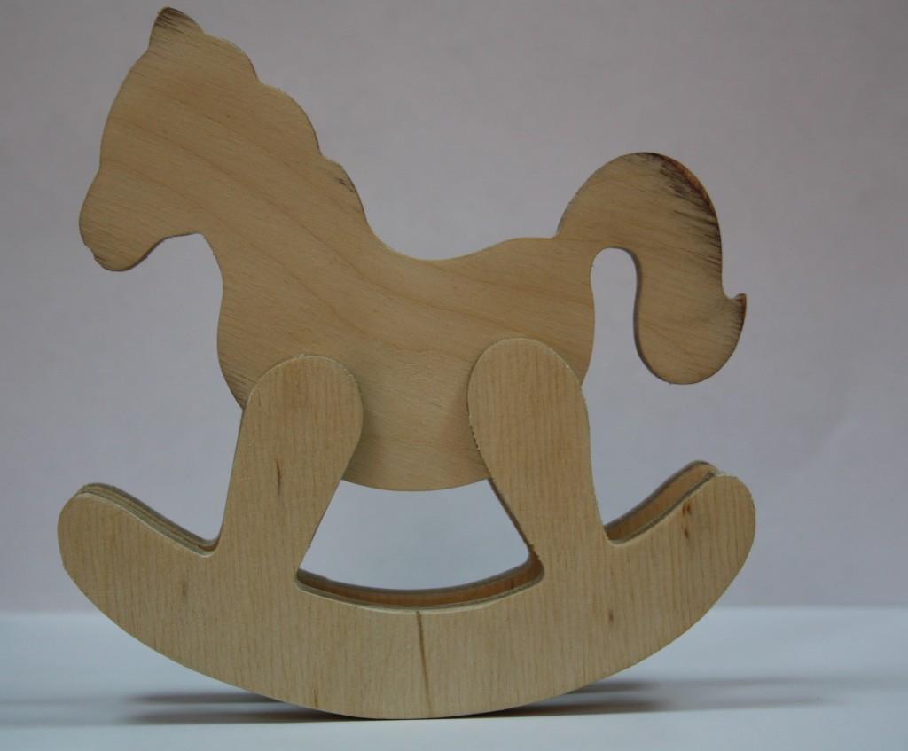 По мнению специалистов, деревянные игрушки не представляют угрозы здоровью детей. Игрушка на фотографии не имеет запаха и при ее изготовлении не использовались химические продукты. Сделано в Кыргызстане.