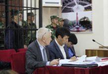 Азимжан Аскаров и его адвокаты.