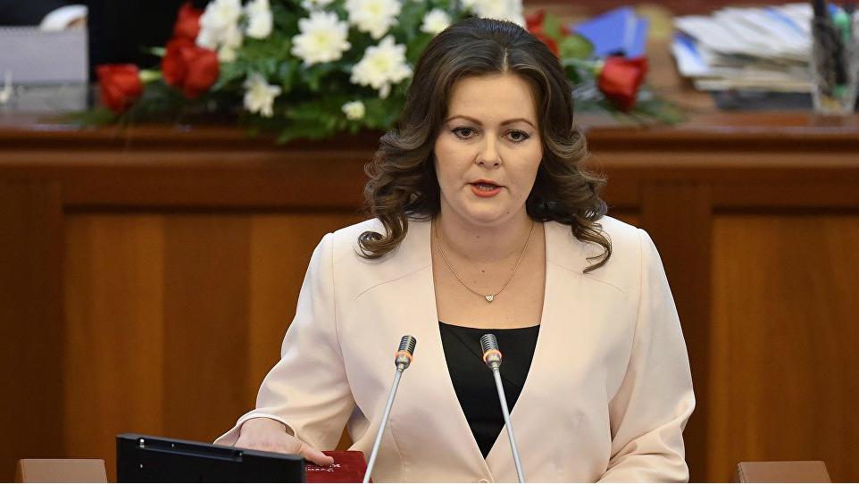 Депутат Наталья Никитенко сомневается, что международные компании могут работать с национальными паспортами.
