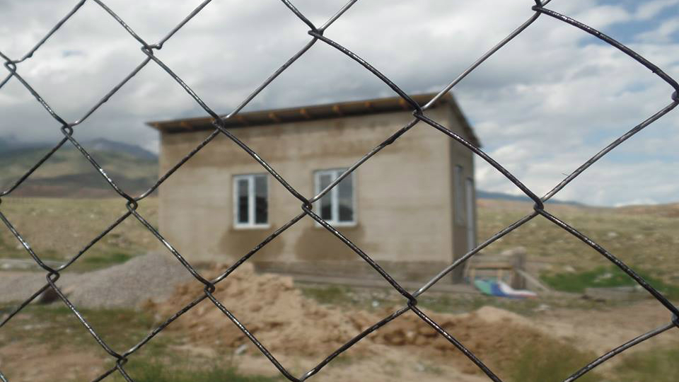 На выделенные средства на территории свалки построили дом.