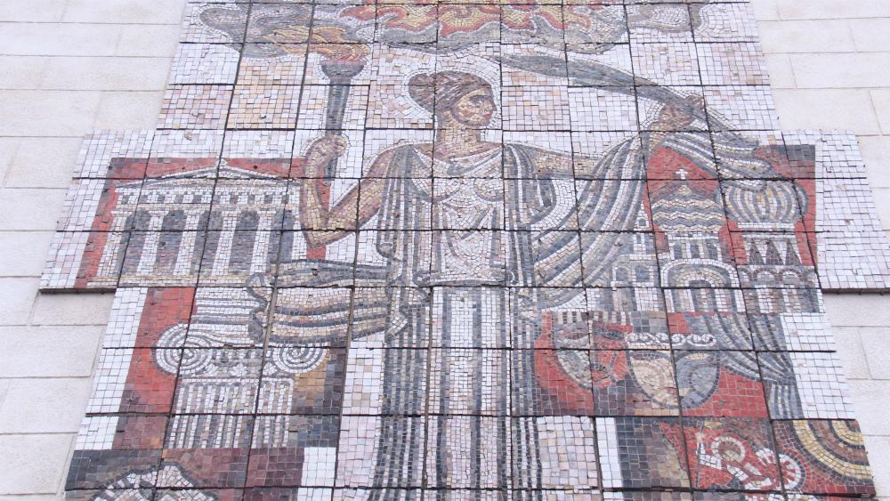 В создании мозаики также участвовали и студенты академии.