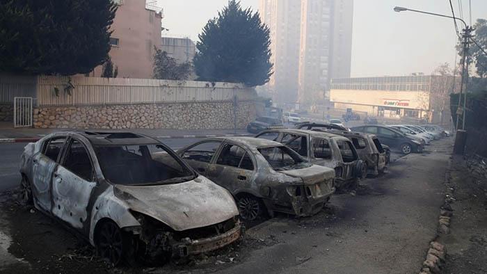Пожар прошел по кварталам Хайфы. Фото: Баз Ратнер \  Reuters.