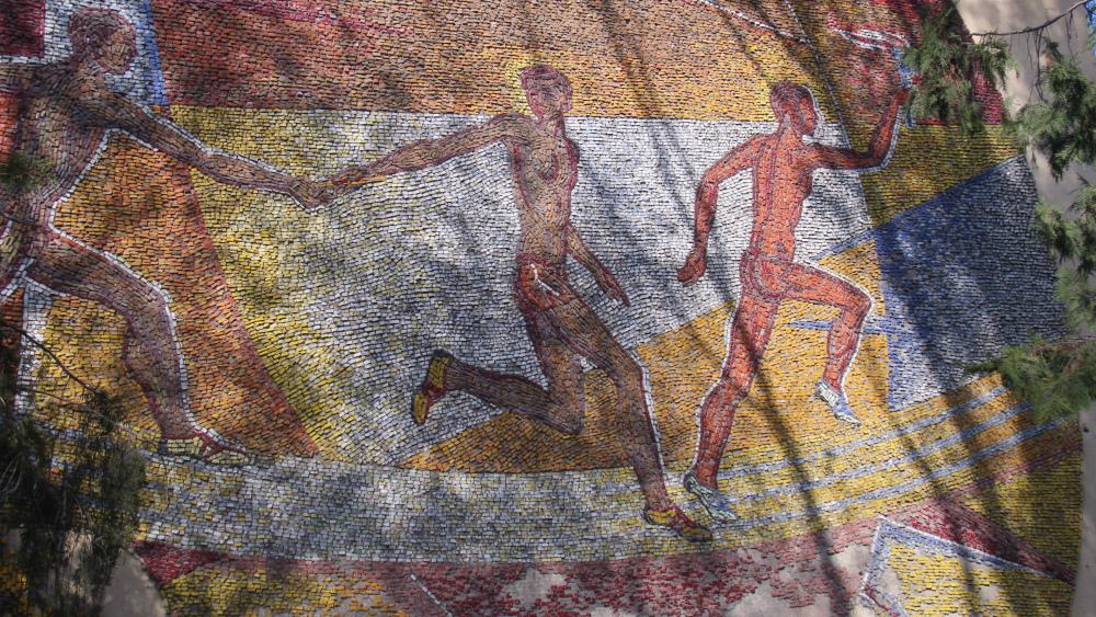 Мозаика «Спорт, спорт» расположена на улице Кольбаева, на стене республиканского олимпийского резерва. Автор мозаики - Момунбек Акматкулов.
