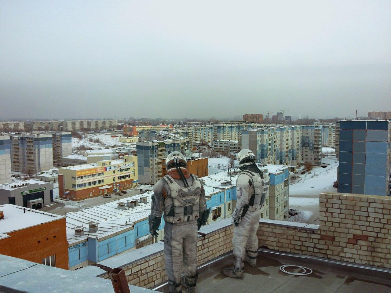 Купер и Брэнд приземлились на планету Россия.