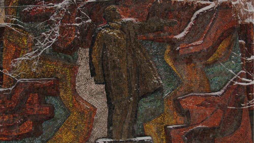 «Ленин» расположен на Молодой Гвардии, его автор - Лидия Ильина.