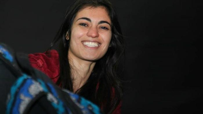 Nûdem Durak пела песни на курдском языке и была арестована за пропаганду.