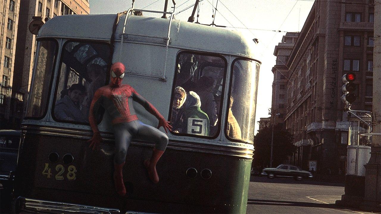 Спайдермен предпочитает ездить бесплатно и небезопасно.