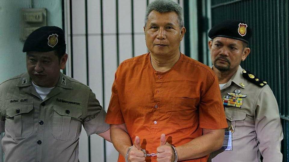 Tom Dundee был арестован за «за оскорбление монархии».