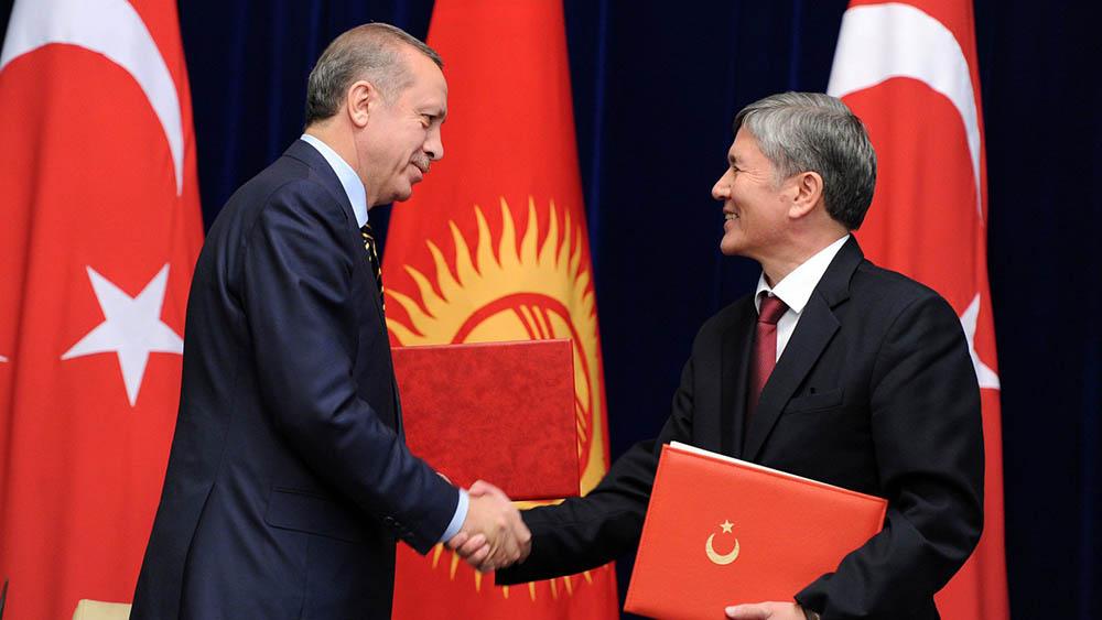 Президент Турции Реджеп Тайип Эрдоган и президент Кыргызстана Алмазбек  Атамбаев. Фото: president.kg.