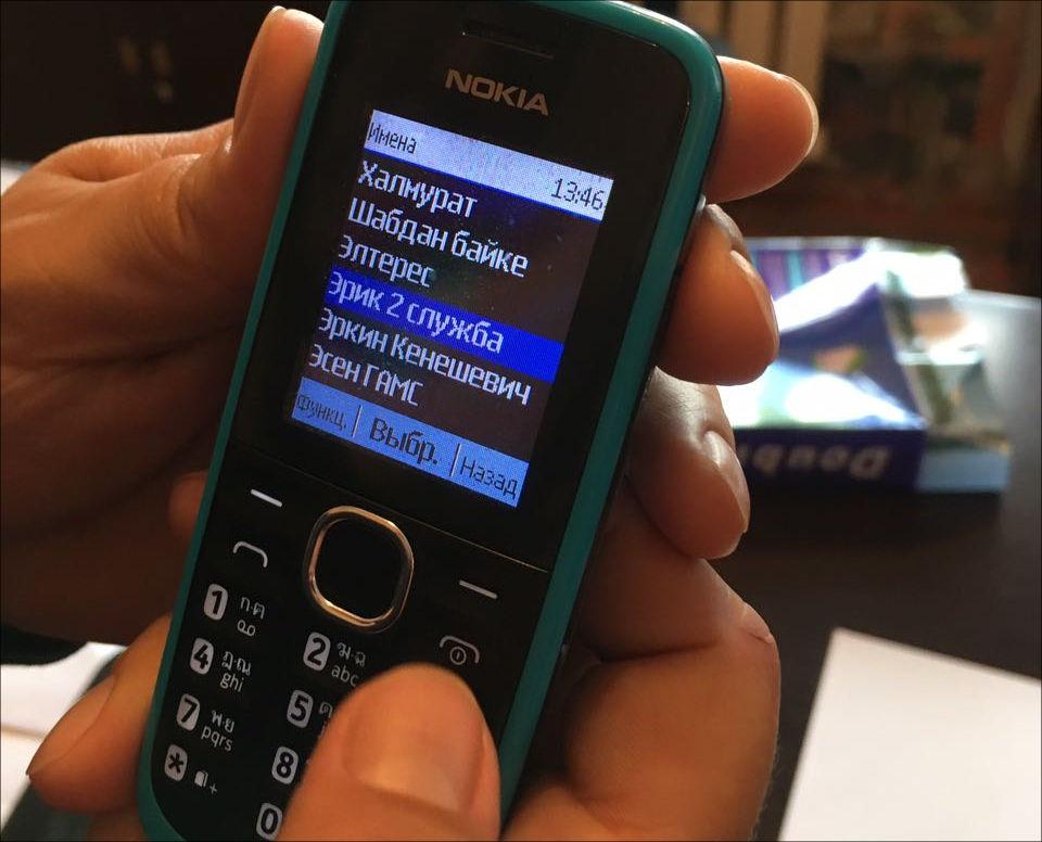 Телефон, найденный правозащитниками. Фото: FerganaNews