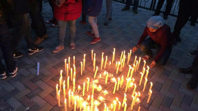 На митинге-реквиеме индийские студенты рассказали, что их третируют и оскорбляют.