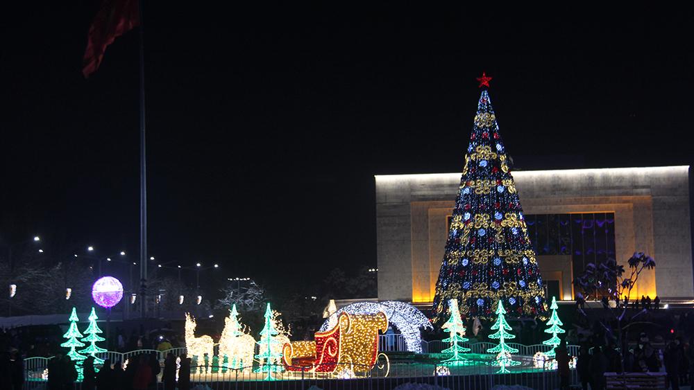 Площадь Ала-Тоо украшена на сумму в 13 миллионов сомов.