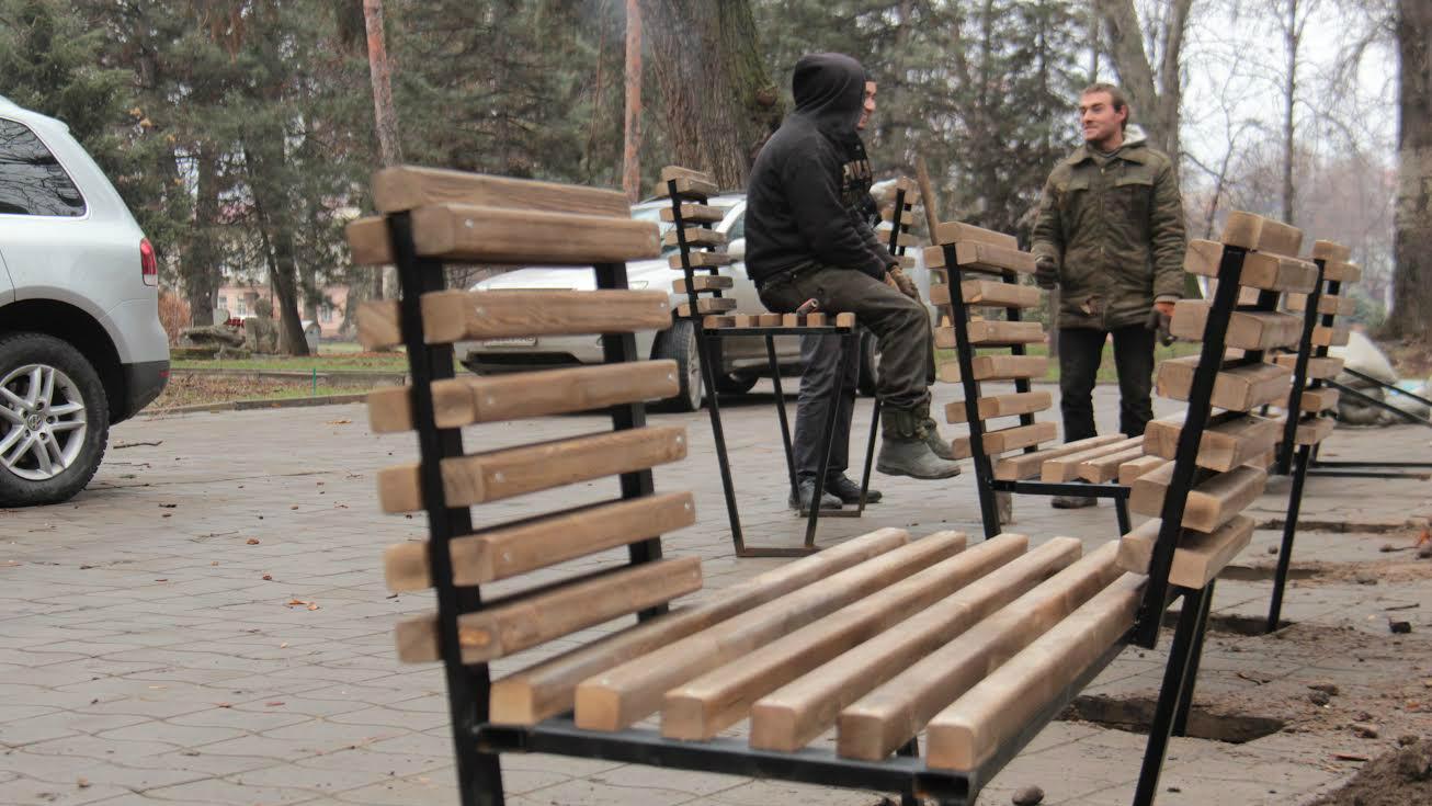 Разноуровневые скамейки.