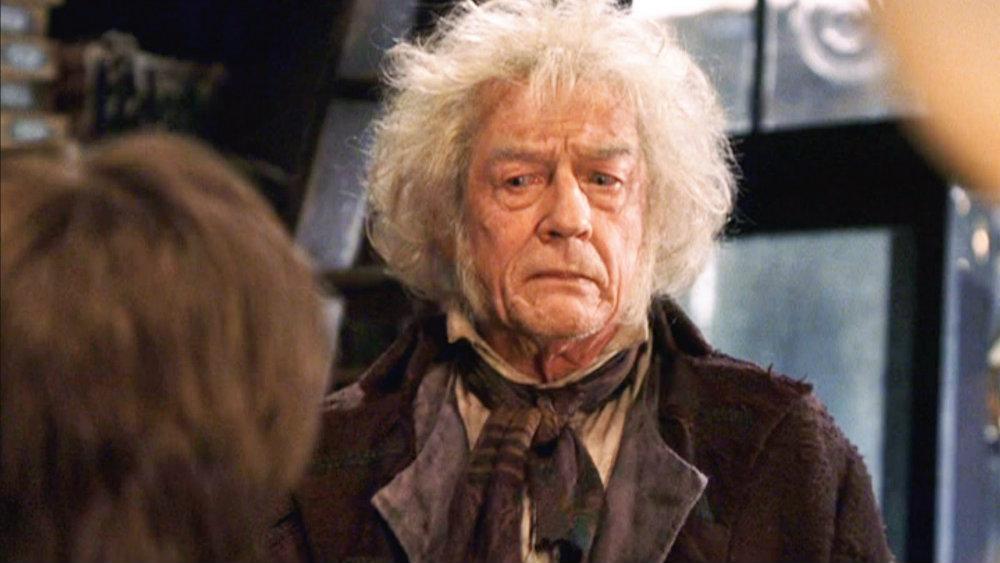 В серии фильмов о волшебнике Гарри Поттере Херт сыграл продавца волшебных палочек Олливандера.