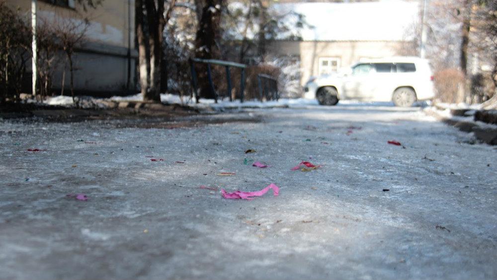 Конфетти - самое безобидное из найденного на городских улицах.
