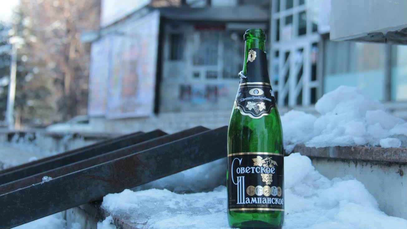 Между прочим, употребление алкоголя на улице в Кыргызстане запрещено.