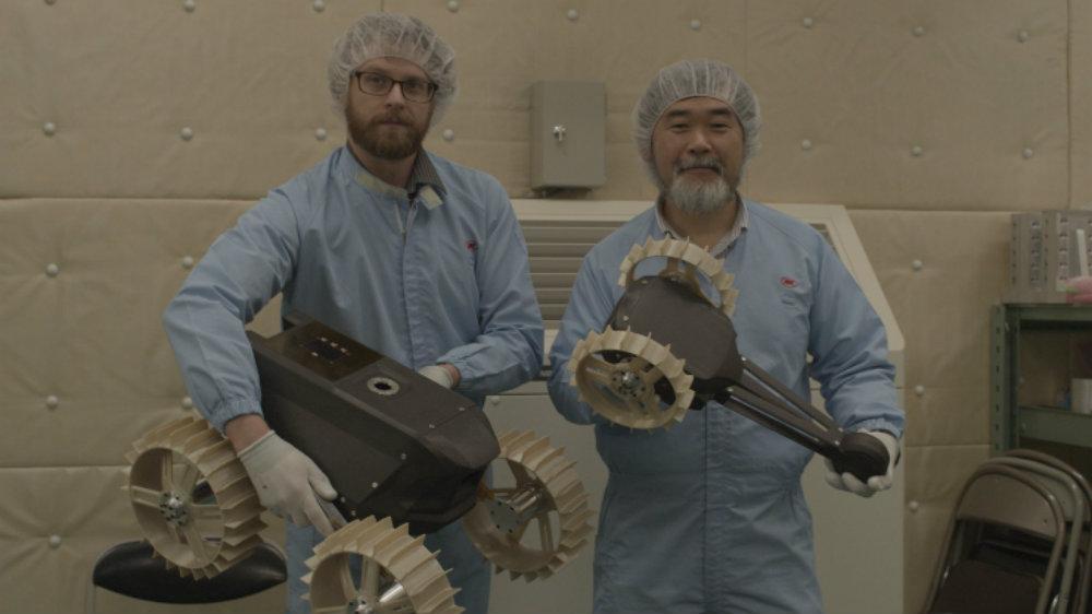Джон Уолкер и Казуя Йошида - участники разных команд, что не мешало им вместе проводить эксперименты.