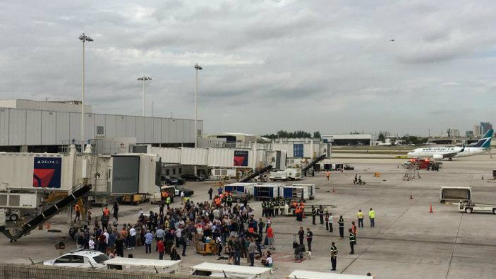 Сотрудников и пассажиров эвакуировали. Фото: Reuters