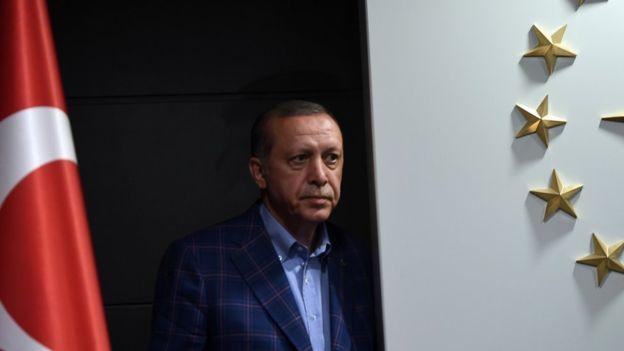 Власти Турции одновременно сократили неменее 2,5 тыс. госслужащих
