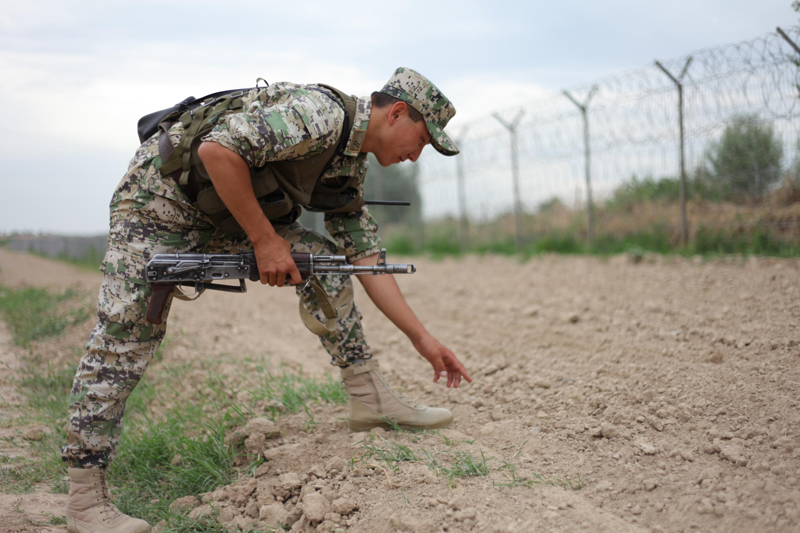 В стрельбе накыргызско-казахской границе умер человек