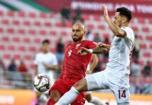Эдгар Бернхардт (в красном) во время атаки на ворота сборной Филиппин. Фото: AFC